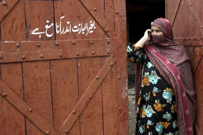 L'entrée du camp, dans le village de Hussain Khan Wala, dans lequel des enfants ont été abusés pendant des années.