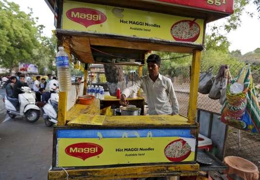 Le 5 juin, l'autorité sanitaire la Food Safety and Standards Authority of India (FSSAI) a ordonné le retrait de la vente des nouilles instantanées Maggi. En cause, la découverte dans ce plat très populaire d'un taux de plomb jugé non conforme.