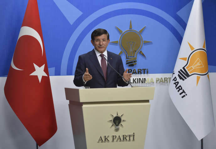 Le premier ministre Ahmet Davutoglu, le 13 août à Ankara.