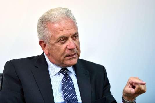 Le commissaire européen aux migrations et affaires intérieures Dimitris Avramopoulos, le 13 août à Athènes.