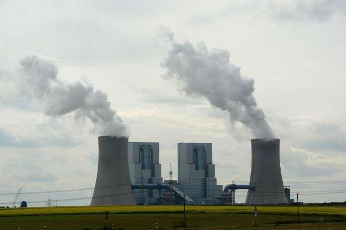 RWE a annoncé, lundi 10 août, une profonde réorganisation de ses activités et n'exclut pas, à terme, une scission sur le modèle de son concurrent, E.ON.