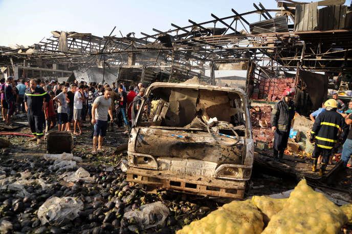 Un camion frigorifique piégé a explosé au milieu d'un marché bondé de Sadr City, grand quartier chiite de Bagdad.