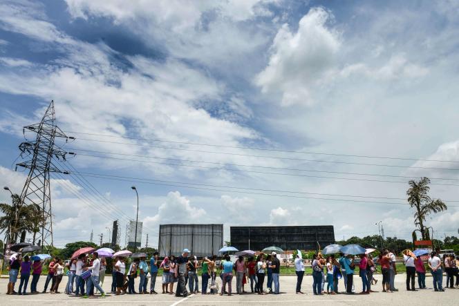 File d'attente près d'un supermarché de Valencia, au Venezuela, le 11 août.