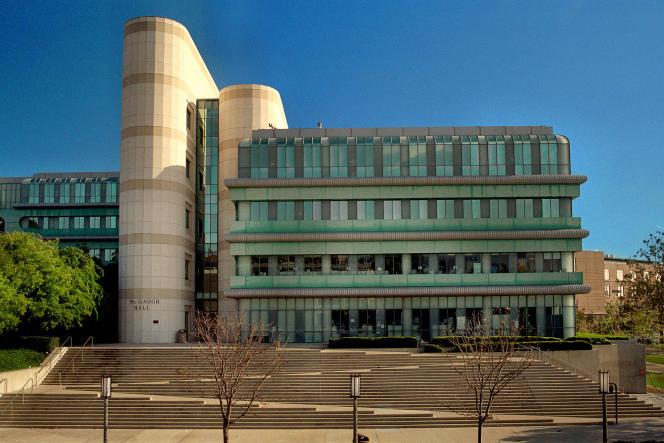 Le bâtiment McGaugh Hall de l'université de Californie dans la ville d'Irvine