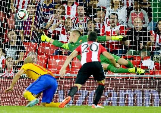 But de l'attaquant de l'Athletic Bilbao Aritz Aduriz, lors du match aller de la Supercoupe d'Espagne, le 14 août à Bilbao.