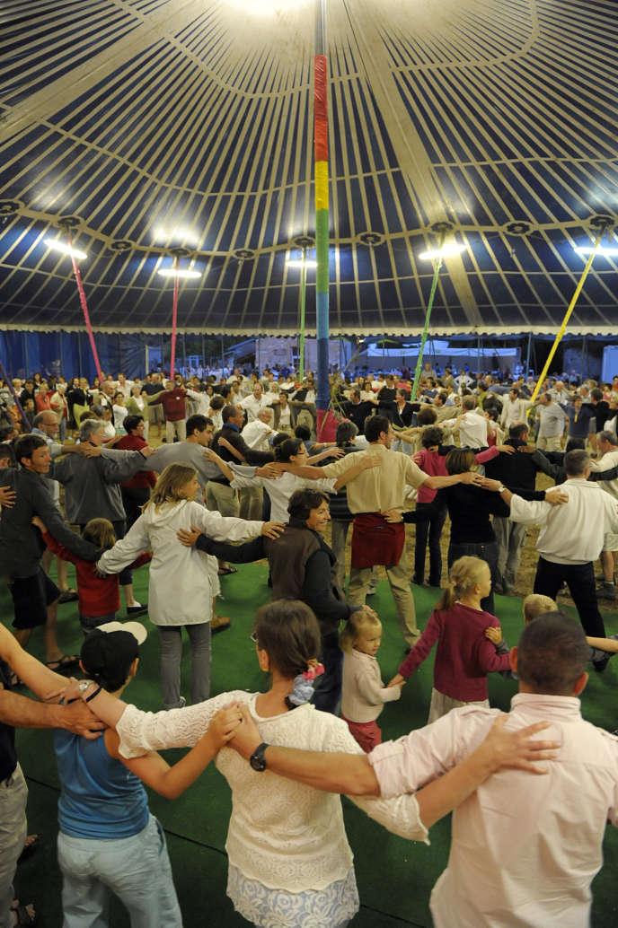 Clôture d'une session Cana, organisée par la communauté du Chemin neuf à l'abbaye d'Hautecombe (Savoie), en 2010.