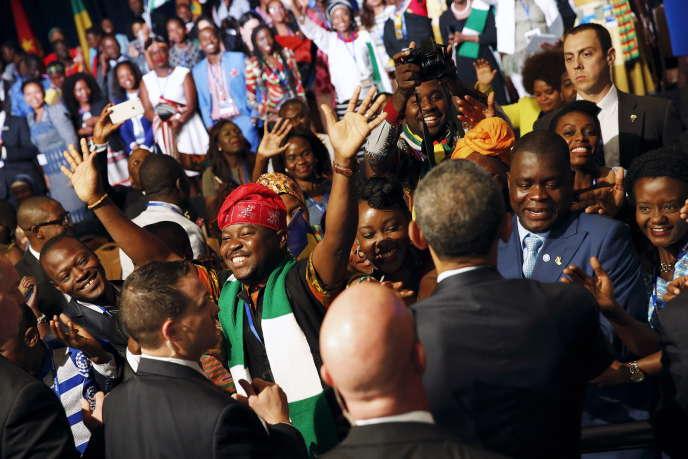 Un groupe de jeunes, avec le président américain Barack Obama, le 3 août à Washington, lors de la Young African Leaders Initiative.