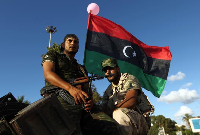 Des militaires libyens loyaux au gouvernement de Tobrouk-Baïda, le 14 août à Benghazi.