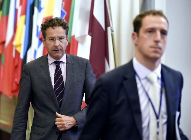 Jeroen Dijsselbloem (gauche), président de l'Eurogroupe, espère que les élections auront lieu