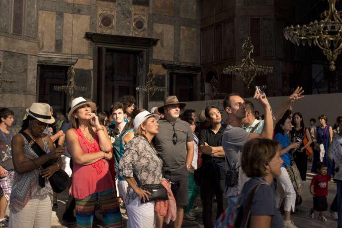 L'engouement du public pour la basilique Sainte-Sophie, à Istanbul, est tel que la direction du musée a décidé de renoncer au jour hebdomadaire de fermeture, le lundi.