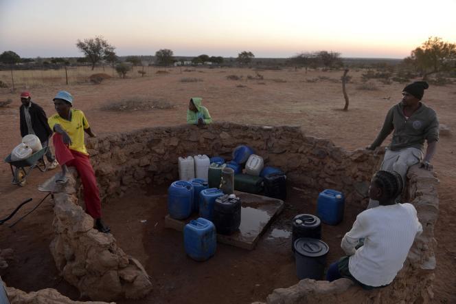 Un point d'eau au Bostwana.  La crise alimentaire liée à la sécheresse menace 20 million de personnes en Afrique australe.