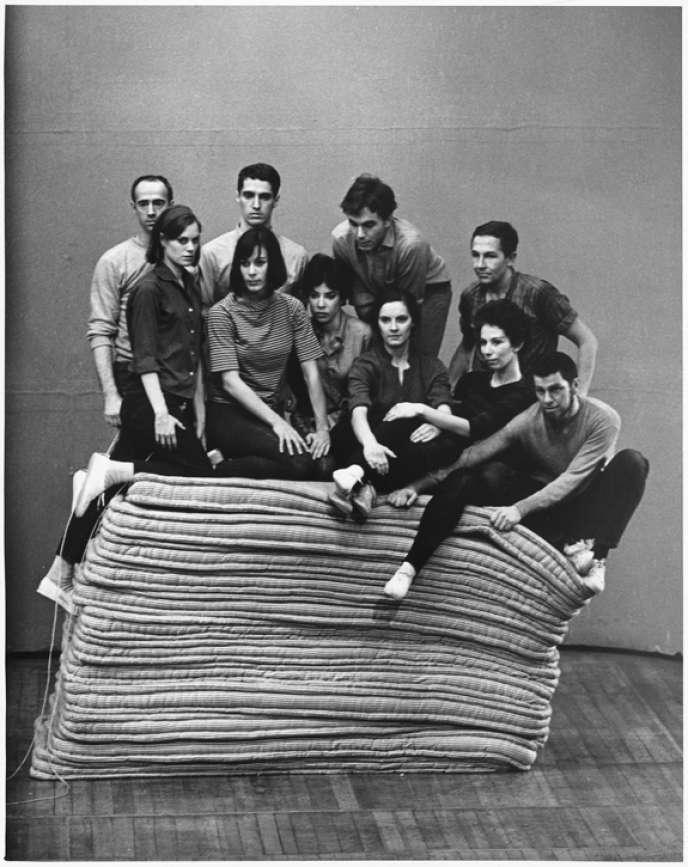 Image extraite du spectacle de danse d'Yvonne Rainer, « Parts of Some Sextets », le 6 mars 1965, à Hartford (Connecticut).
