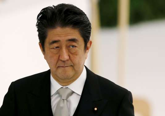 Le premier ministre japonais Shinzo Abe trouve le projet de futur stade olympique inesthétique et trop cher (ici à Tokyo le 15 août) .