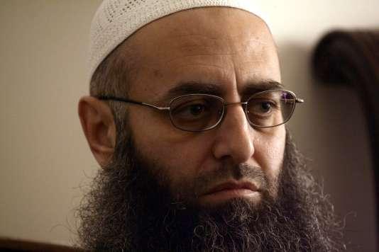Le leader salafiste Ahmad Al-Assir, en avril2013 dans son bureau de la ville de Saïda, dans le sud du Liban.