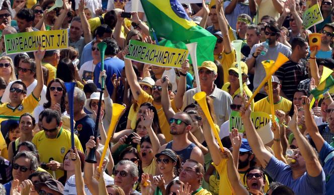 Des centaines de milliers de Brésiliens ont manifesté pour dénoncer les scandales politiques et la corruption, et demander le départ de leur présidente.