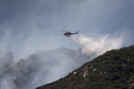Dix-huit feux font actuellement rage en Californie, dévorant huit cent neuf kilomètres carrés.
