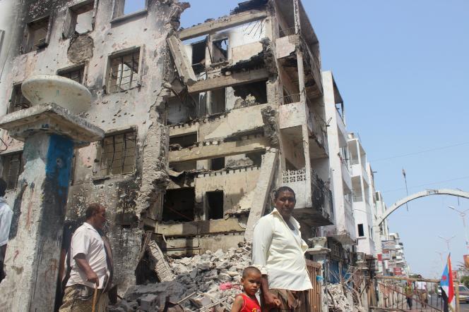 A Aden, le 16 août. Des habitants ont commencé à revenir dans les quartiers du sud de la ville, ravagés par les combats jusqu'à la mi-juillet, et désormais sous le contrôle des forces loyalistes.
