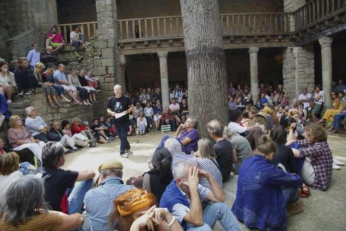 L'historien Patrick Boucheron, au Banquet du libre, à l'abbaye de Lagrasse (Aude), vendredi 14 août.