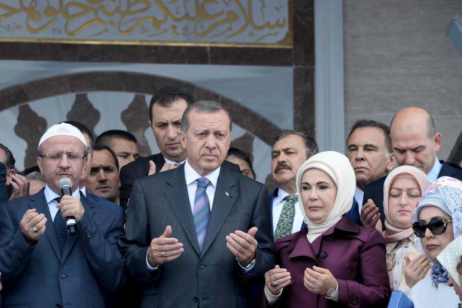 Le président turc Recep Tayyip Erdogan inaugure la mosquée de Kibledagi, à Rize (nord-est), vendredi 14août.