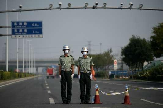 Les autorités ont installé des points de contrôle et évacué la population dans un rayon de 3 kilomètres autour du site des explosions.