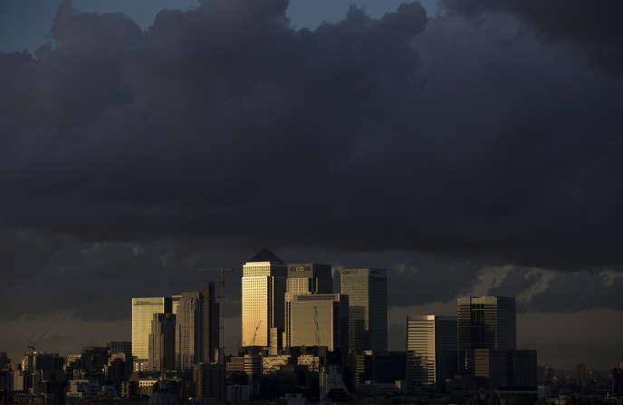 La City, à Londres. Les dirigeants des entreprises cotées au FTSE 100 gagnaient 148 fois plus que le salaire moyen de leurs propres employés. En 1998, le ratio n'était