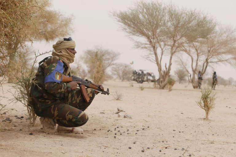 Une patrouille de soldats maliens entre Gao et Kidal, en juillet 2013.