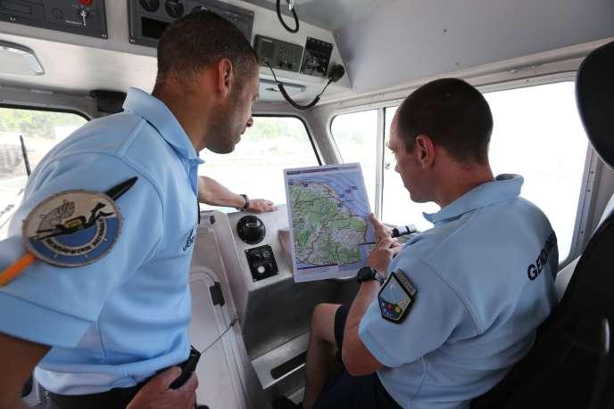 Les gendarmes ont mené des recherches pendant dix jours pour trouver d'autres débris provenant du vol de la Malaysian Airlines.