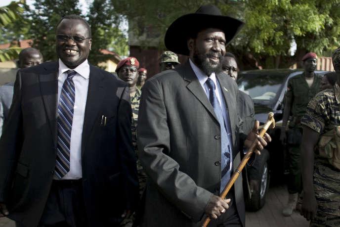 Riek Machar (gauche) et Salva Kiir (droite, avec la canne), en avril 2010.