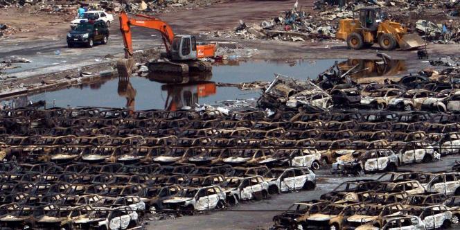 Des centaines de véhicules neufs ont brûlé lors des explosions à Tianjin, le 12 août.