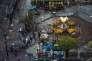 Des experts de la police prélèvent des échantillons sur les lieux de l'attentat, mardi 18août, à Bangkok.