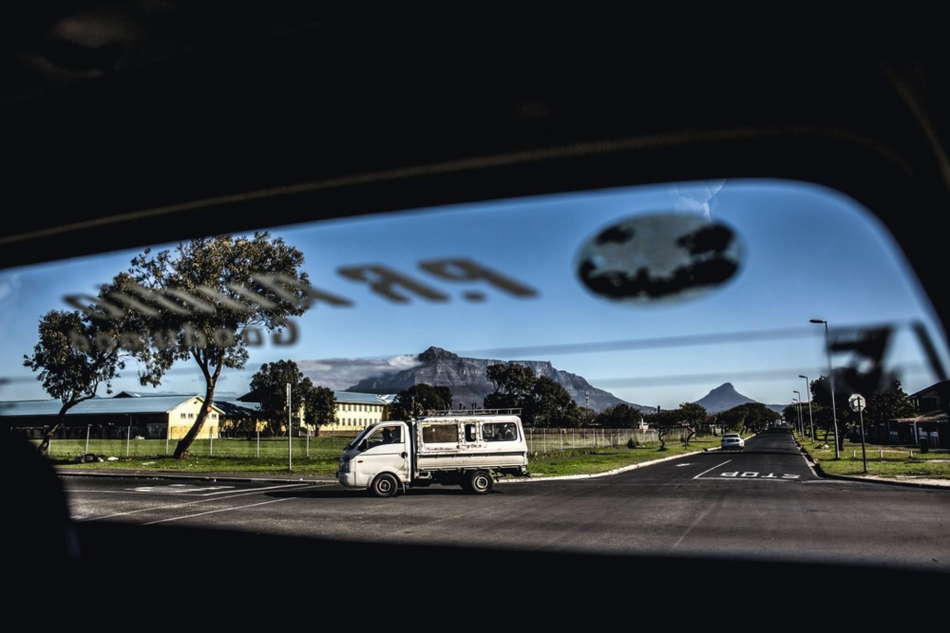 Quartier de Kensington, dans le taxi de Louie Romario,
