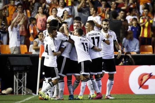 Monaco a compromis ses chances de qualification en s'inclinant à Valence en match aller des barrages de la Ligue des champions.
