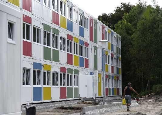 Dans le quartier de Zehlendorf à Berlin, des containers aménagés en logements pour demandeurs d'asile.