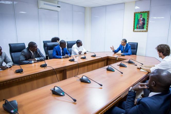 Le chanteur Akon et son équipe ont rencontré, à Cotonou, le premier ministre béninois, Lionel Zinsou.