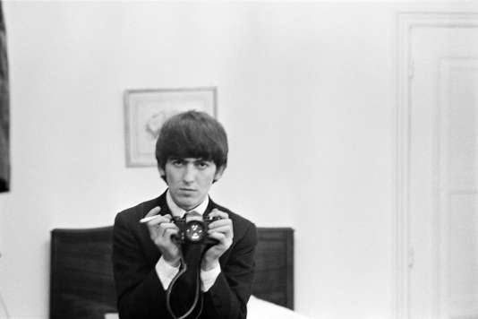 George Harrison, pendant une tournée des Beatles, en 1964.