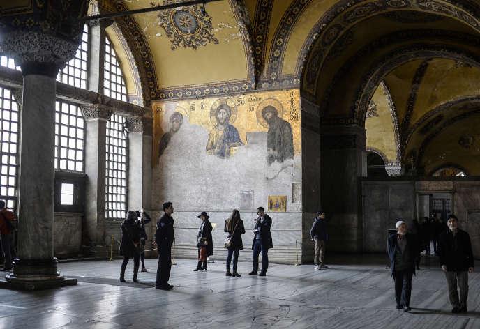 Monument emblématique et disputé d'Istanbul, Sainte-Sophie est devenue un musée après avoir été une église puis une mosquée.