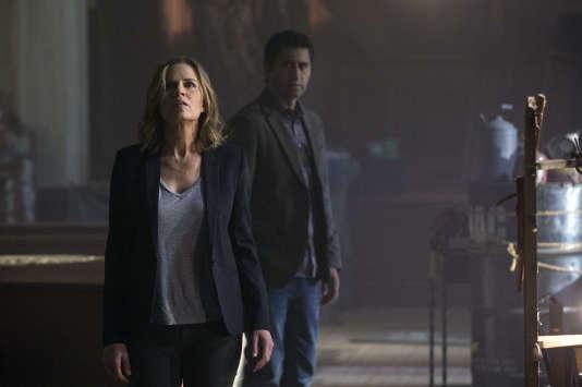 """Kim Dickens et Cliff Curtis sont les acteurs de la série """"Fear the Walking Dead""""."""