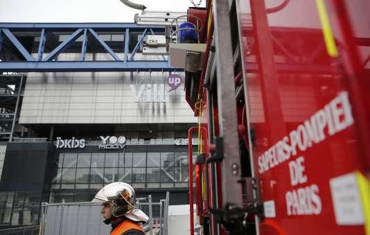 Un feu s'est déclaré dans la nuit de mercredi 19 à jeudi 20 août dans la partie du bâtiment qui doit accueillir un complexe commercial et de loisirs.