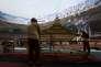 """Préparatifs des championnats du monde dans le stade du """"nid d'oiseau"""" à Pékin en août 2015."""