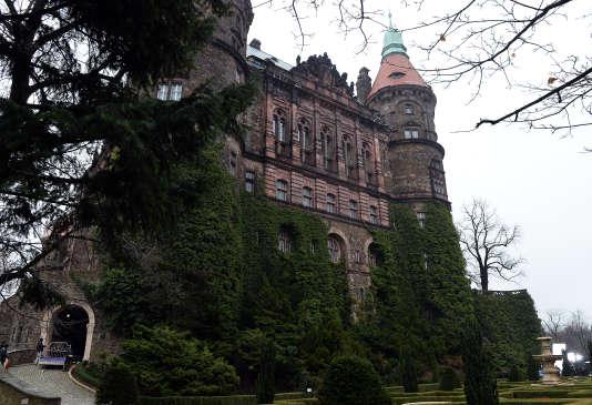 Selon deux hommes, un convoi nazi chargé d'or se trouverait dans un tunnel creusé non loin du château de Ksiaz en Pologne.