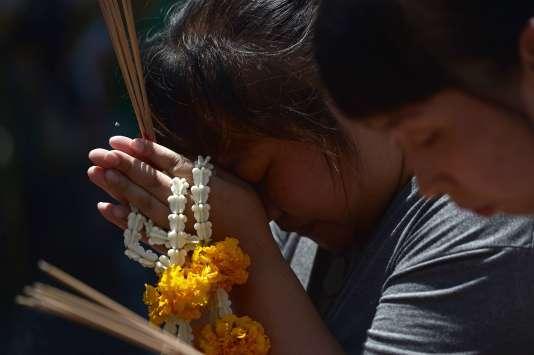 Le sanctuaire d'Erawan visé par un attentat lundi a rouvert au public mercredi matin.