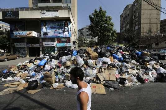 Un entassement de déchets dans une rue de Beyrouth, le 17 août.