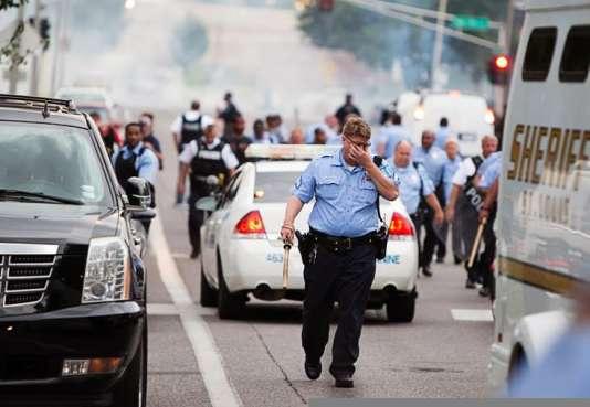 Des échauffourées ont éclaté mercredi à Saint Louis, dans le Missouri, après la mort d'un Noir de 18 ans, tué par la police.
