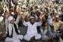 Des partisans du mollah Omar lui rendent hommage, le 2août, à Quetta, au Pakistan.