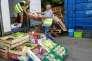 Les bénévoles des Restos du cœur peuvent désormais obtenir des dons de nourriture des grandes surfaces, comme ici à Annecy, le 9juin.