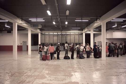 Les passagers du Thalys ont été regroupés dans un gymnase proche de la gare d'Arras, le 21 août.