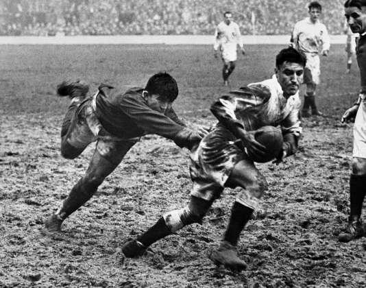 Combat de boue à Twickenham le 24 février 1951. La France s'impose pour la première fois chez son adversaire.