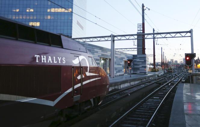 Un train Thalys part de la gareMidi - Zuid