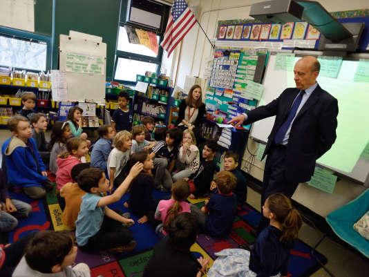 Alain Juppé en déplacement à la Carroll School, école bilingue franco-anglaise de New York, le 1er mai 2015.
