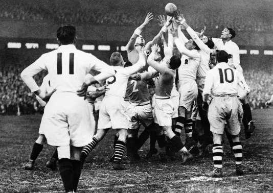 La première victoire de l'équipe de France face à l'Angleterre, à Colombes, le 2 avril 1927 lors du Tournoi des cinq nations.